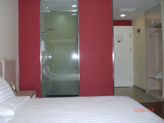 Hanting Express Xi'an Keji Road: 浴室的透明玻璃墙很特别