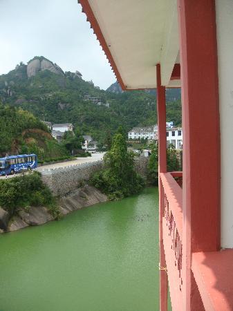 Mount Taimu Yuhu Hotel: 窗外碧湖
