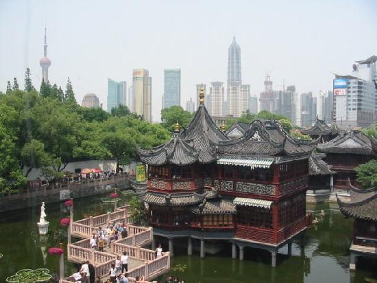 Shanghai, China: 豫园,那里的南翔小笼包超多人排队的~!