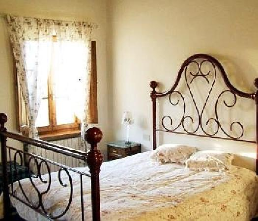 Hotel La Collegiata: 刚踏进房间,和煦的阳光,在意大利北部,天气已经有些凉了。