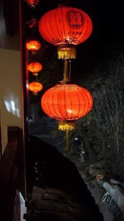 يانجشو روزوود إن: 晚上的酒店阳台