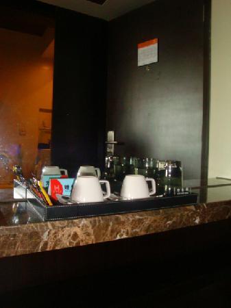 Yitel Hotel Shanghai Xuhui: 赠送的茶点比较可口,配搅拌棍
