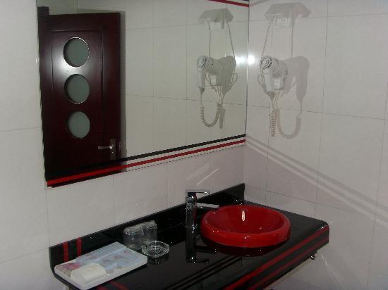 Yanzhao Grand Hotel: 卫生间