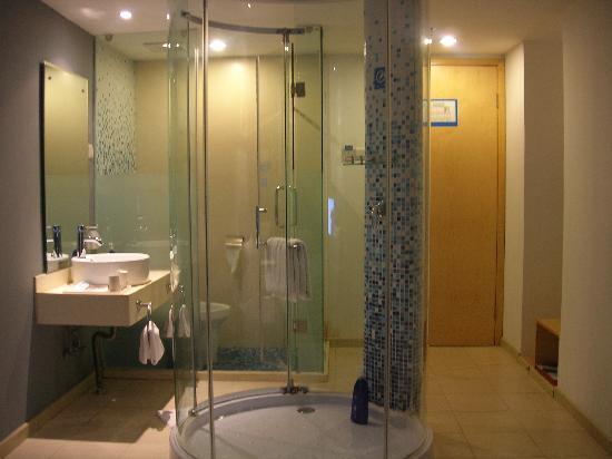 Home Inn (Zhuhai Xiangzhou): 半开放式的卫浴设施