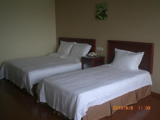 GreenTree Inn Yangzhou Yizheng East Zhenzhou Road Express Hotel: 舒服的大床
