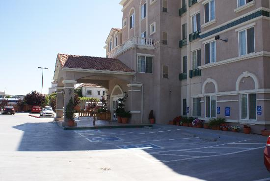 Staybridge Suites Silicon Valley-Milpitas: 酒店外观