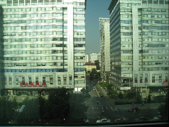 Tieke Jiayuan Hotel: 从房间望出去,附近似乎有汉庭