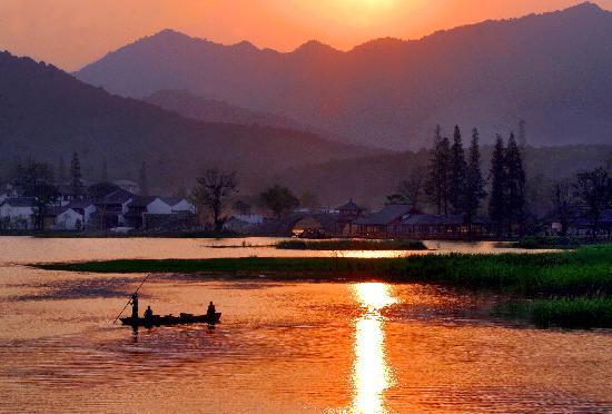 Hangzhou, China: 西湖毛家埠一带黄昏