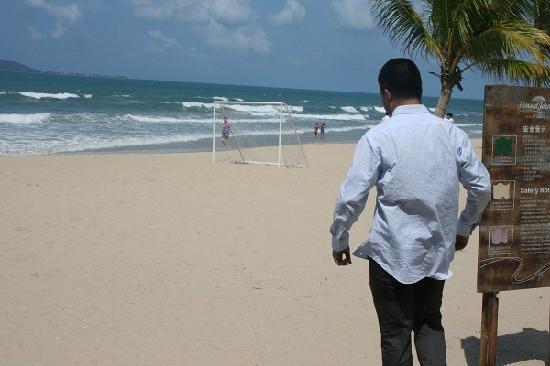 Howard Johnson Resort Sanya Bay: 把泳衣藏在西装下的男人……