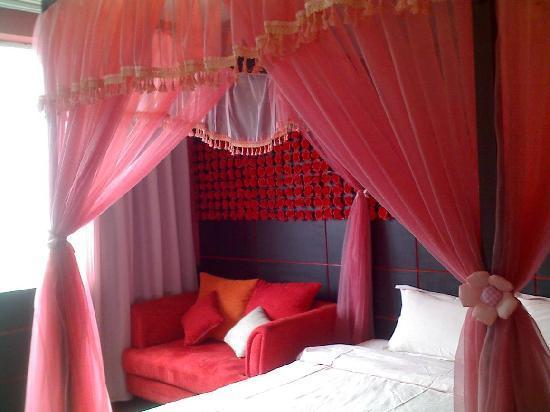 Merry Home Hotel(Leshan): 用手机拍的....