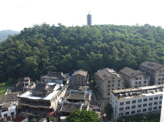 Splendid Capital Hotel: 紧靠酒店庙