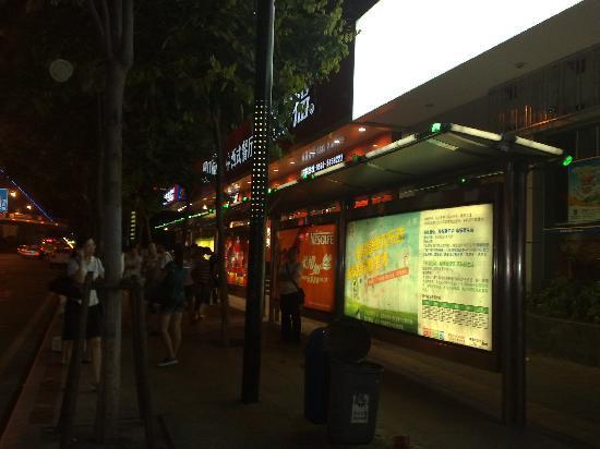 Hanting Express Xiamen Xiahe Road Wenzao : 酒店门前