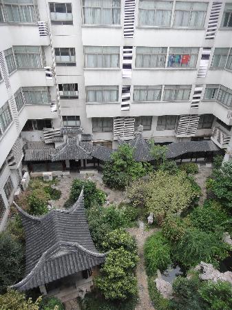 Hanting Express Suzhou New Guanqian: 从房间向下看的天井