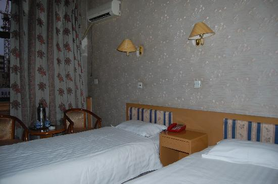 Jinlong Hotel: 标间内