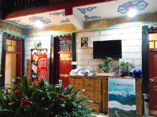 Gesang Huaxiang Hotel: 一楼天井式客房的一角