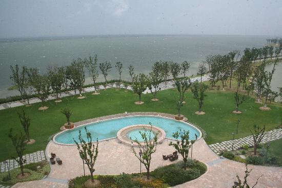 Fairmont Yangcheng Lake: 窗外