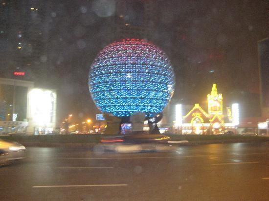 Dalian, China: 大水晶球