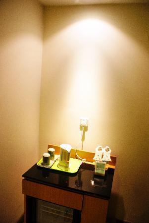Shanshui Trends Hotel Zhaoqing Xijiang North Road: 客厅地柜