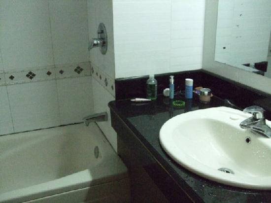 Xiong Bao Hotel: 卫生间