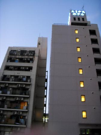 Akashi Luminous Hotel: 拥挤的外观