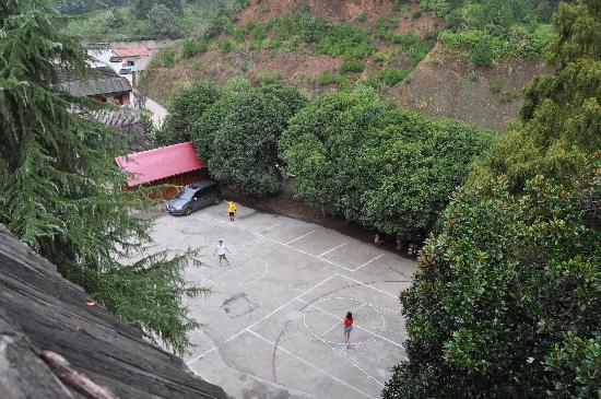 Zhuxi Guli Resort : 是停车场也是运动场