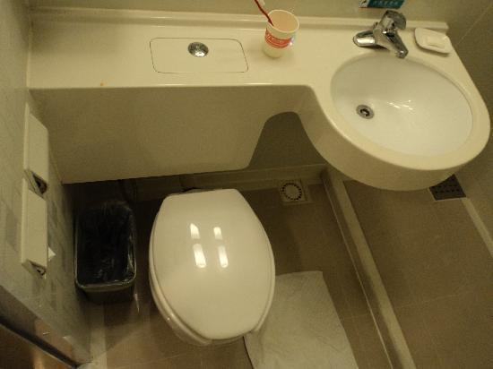 Jinjiang Inn (Zhengzhou Dashiqiao) : 这个设计比较节约空间,还有就是这个面盆,洗衣服比较麻烦