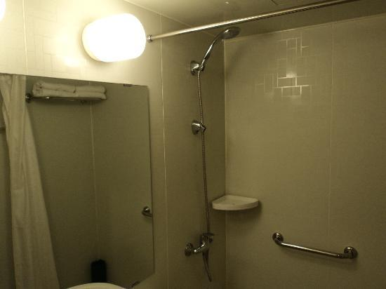 Jinjiang Inn (Zhengzhou Dashiqiao) : 淋浴的蓬头可以上下调节