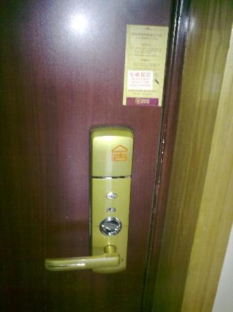 Eju Hotel Chengdu Chunxi-Xiaobang Apartment: 先进的门锁,可以自主入住和退房