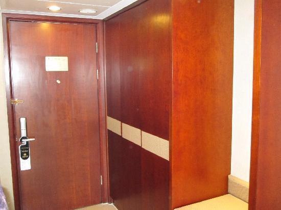 Yidu Jinling Grand Hotel : 衣柜