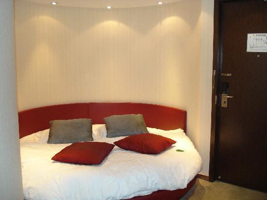 La Seine Art Hotel: 大圆床