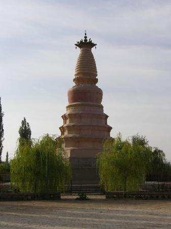 ‪White Horse Pagoda of Dunhuang‬