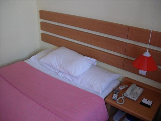 Home Inn Zhangjiagang Pedestrain Street: 房间布置