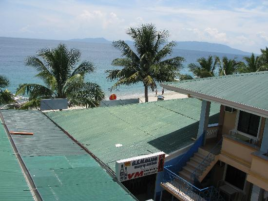 White Beach Resort: WHITE BEACH AND SEA