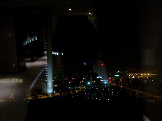 Holiday Inn Xi'an Greenland Century City: 窗外夜景