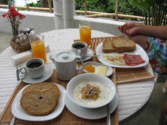 Artista Beach Villas: 早餐