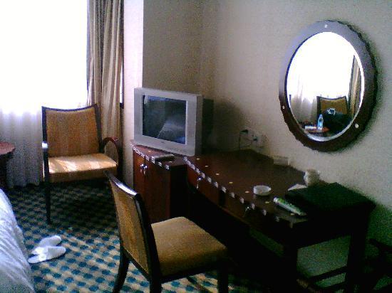 Liaoning Trade Union Mansion: 电视太小了,还好能上网。