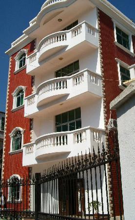 Kafka Inn : 卡夫卡外景——很漂亮的小洋楼