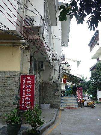 Riverside Hostel: 酒店外景