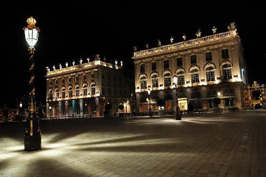 Grand Hotel De La Reine: 酒店外观