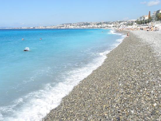 Nizza, Francia: 尼斯的石滩,蔚蓝海岸