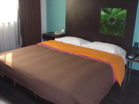 Super 8 (Shenyang Middle Street): 看着很舒服的大床