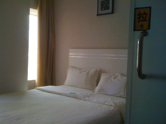 Junlin Hotel: 床