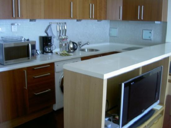 Oakwood Residence Beijing: 房间里开放式厨房