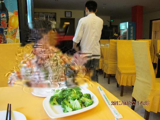 Golden Island Hotel Shanghai : 餐厅做的西兰花