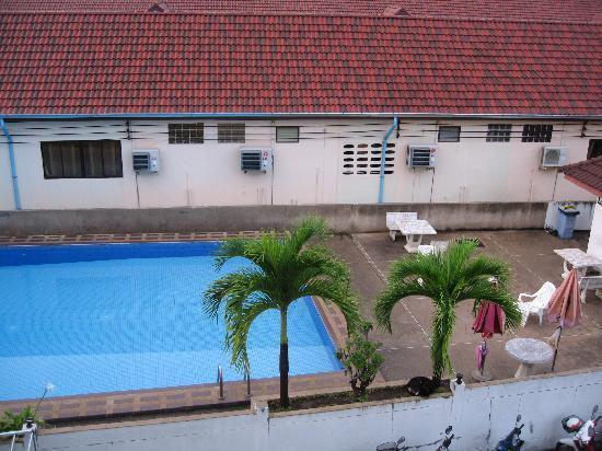 Rahmahyah Hotel: 楼下的小泳池