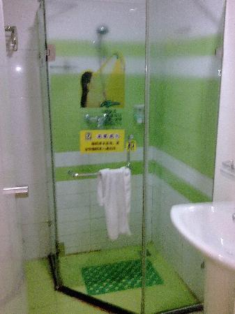 7 Days Inn (Xi'an Xigaoxin) : 卫生间很清新,很干净