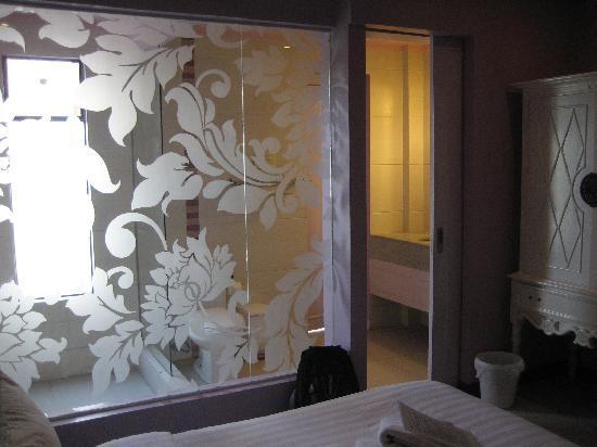 Erus Suites Hotel: 偶住的紫色房间