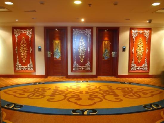 Inner Mongolia Hotel: 客房的门……
