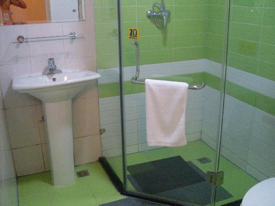7 Days Inn Nanning Taoyuan Road: 干净整洁的洗手间