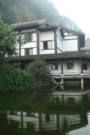 Qixia Temple of Guilin: 后院放生池